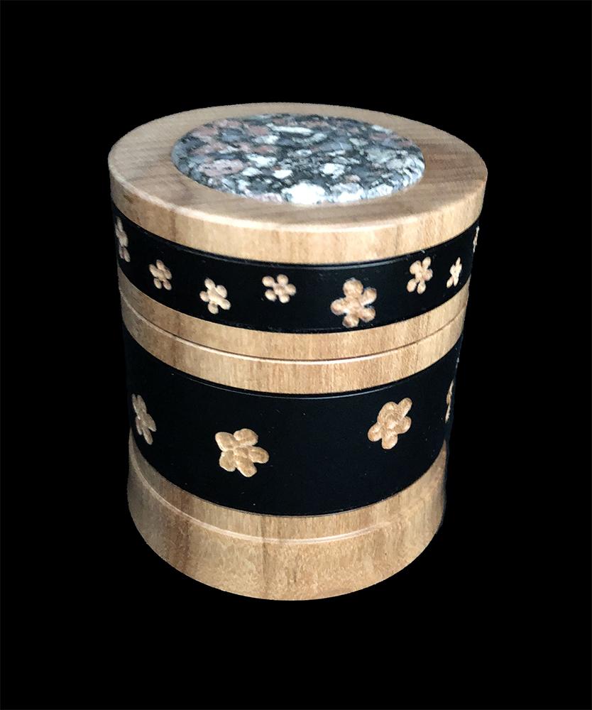 maple box with unakite inset